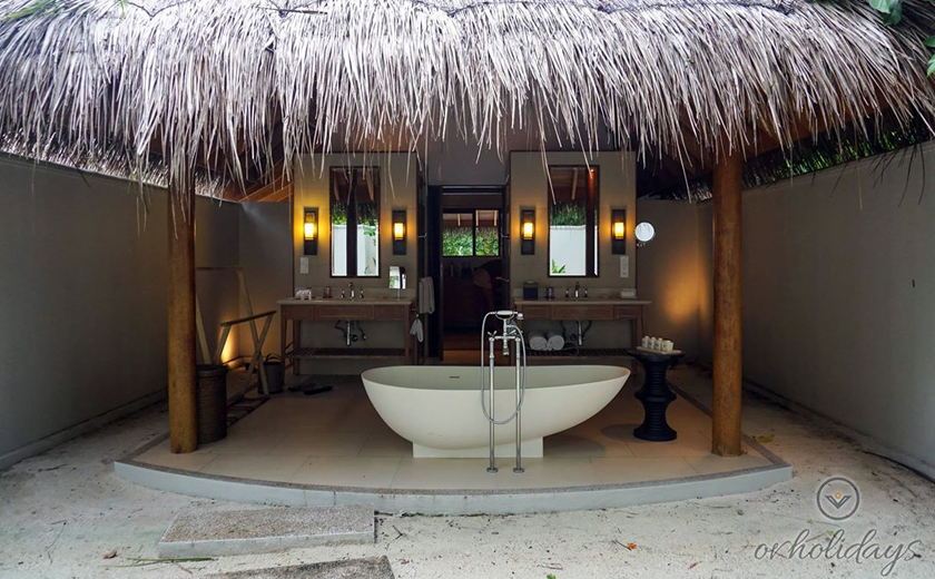 Bathroom overlooking beach in the inner courtyard with an open air rain shower