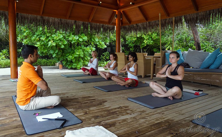 Yoga overlooking the ocean – A perfect start to the day